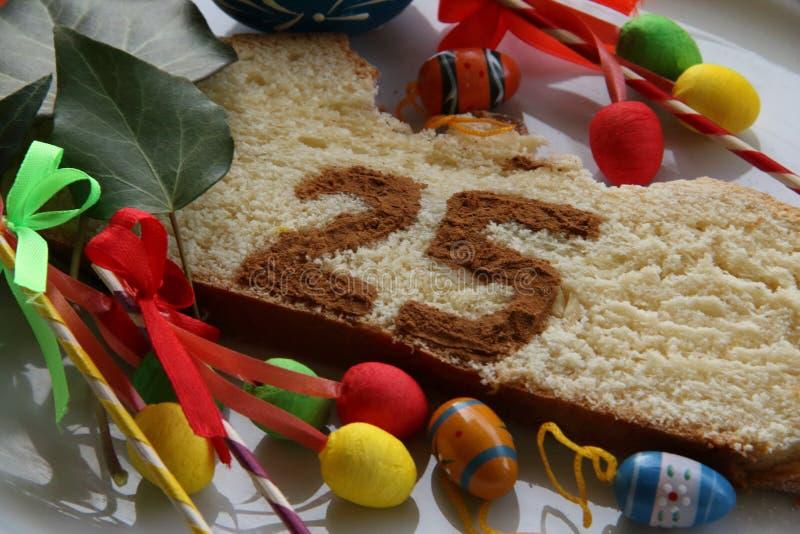 Fetta di dettaglio del dolce 25 di Pasqua immagine stock libera da diritti