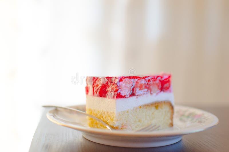 Fetta di dolce del dessert della fragola immagine stock libera da diritti