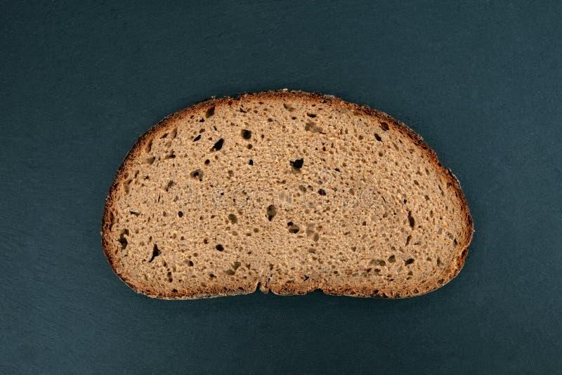 Fetta di pane di segale fotografie stock libere da diritti