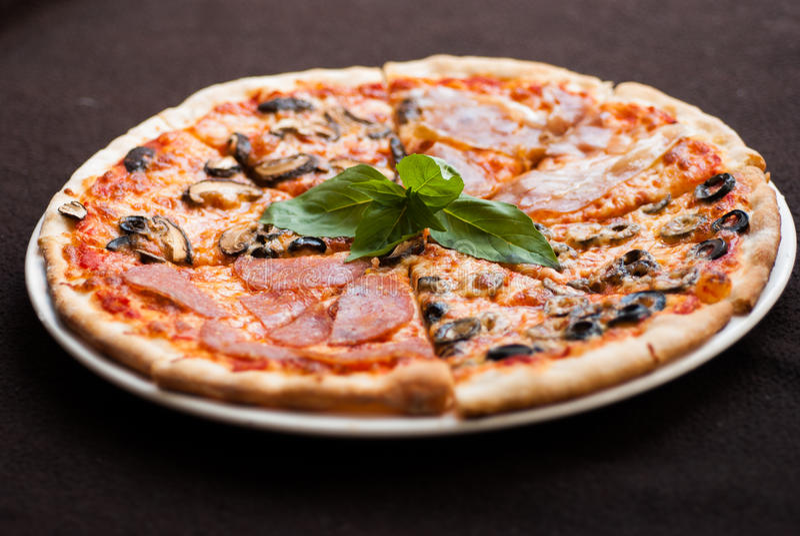 Fetta di quattro stagioni della pizza immagine stock libera da diritti