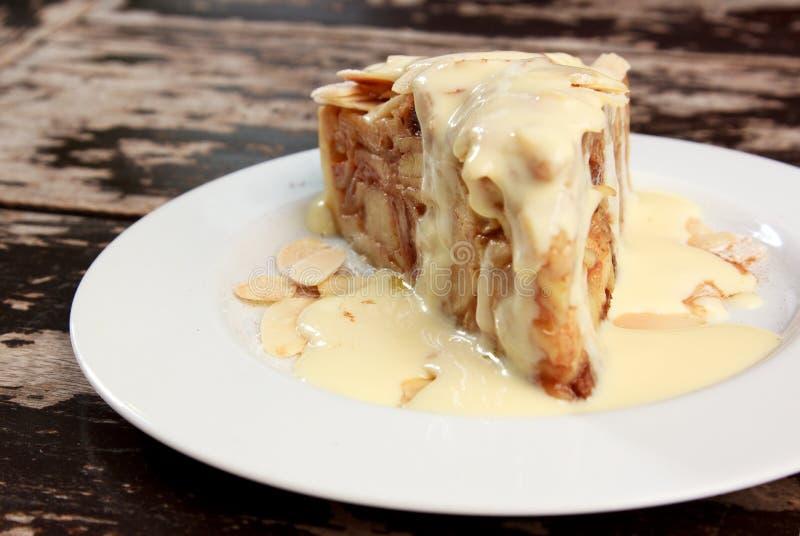 Fetta di torta della briciola della mela fotografie stock libere da diritti