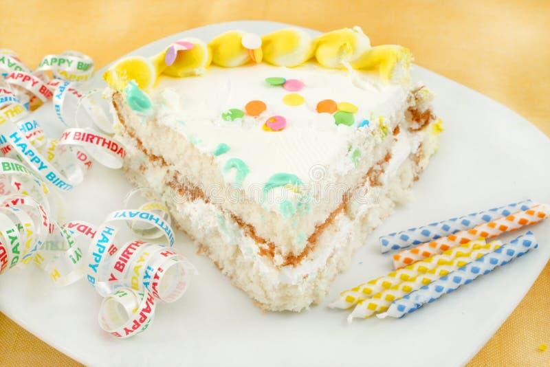 Fetta di torta di compleanno fotografia stock