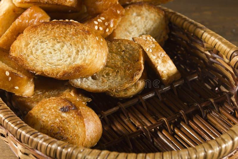 Fette arrostite di pane francese fotografie stock