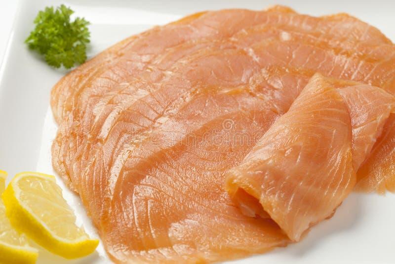 Fette dei salmoni affumicati fotografie stock