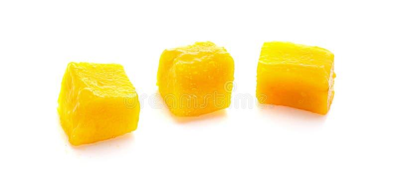 Fette del cubo del mango isolate sui precedenti bianchi immagine stock