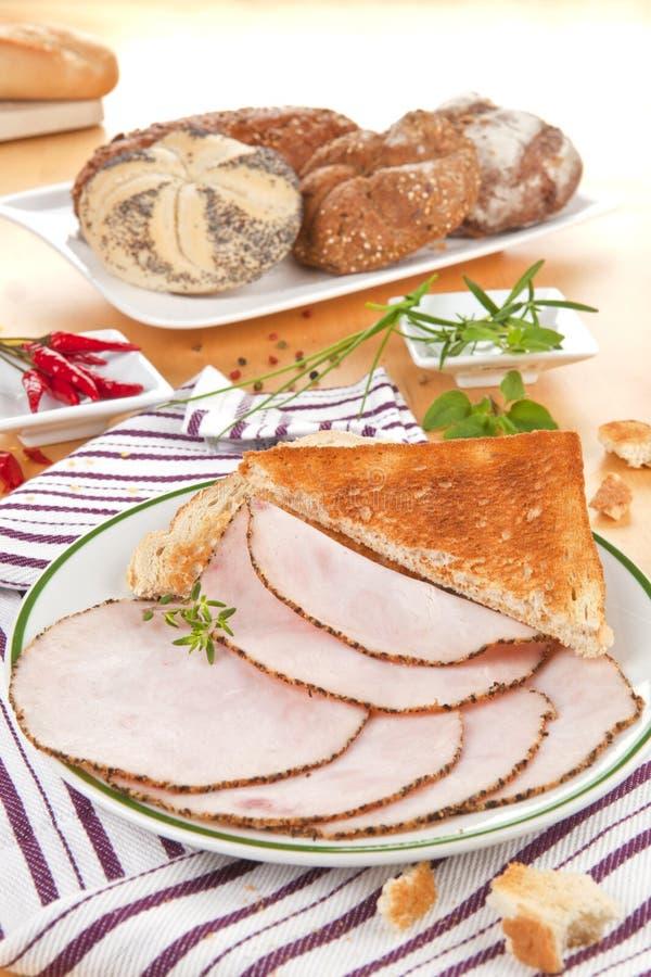 Fette del prosciutto della Turchia con pane. fotografie stock libere da diritti