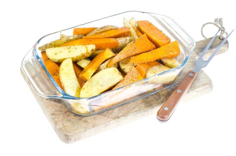 Fette della zucca e della patata cruda per cuocere immagine stock libera da diritti