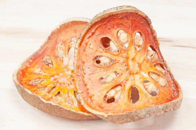 Fette di frutta secca del bael fotografie stock libere da diritti