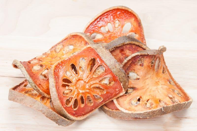 Fette di frutta secca del bael fotografie stock