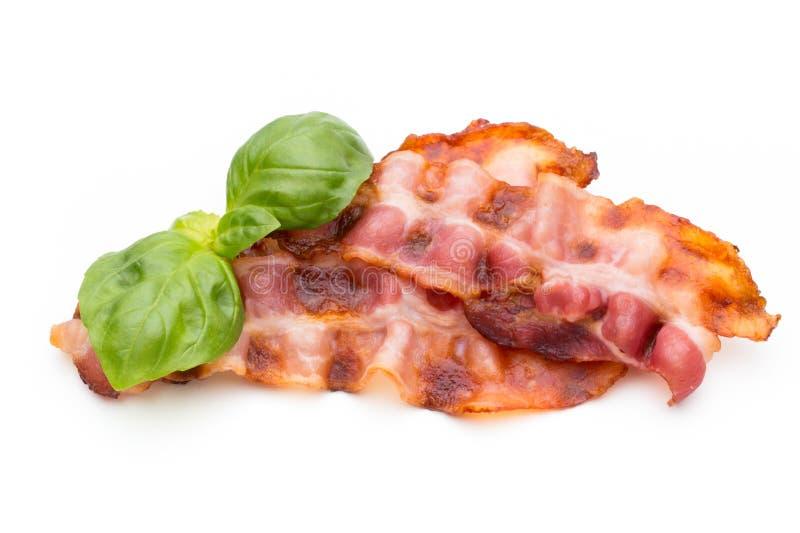 Fette di lardo cucinate del bacon isolate su bianco immagini stock