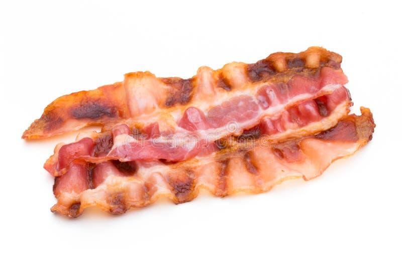 Fette di lardo cucinate del bacon isolate su bianco fotografie stock libere da diritti
