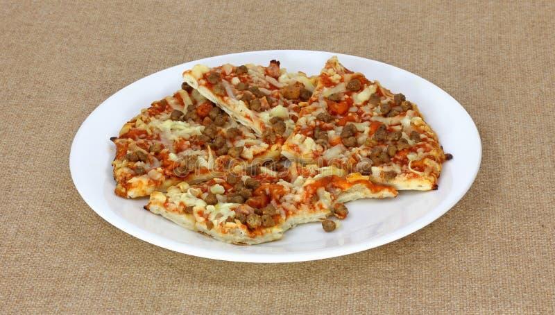Fette e morso di pizza della carne fotografia stock libera da diritti