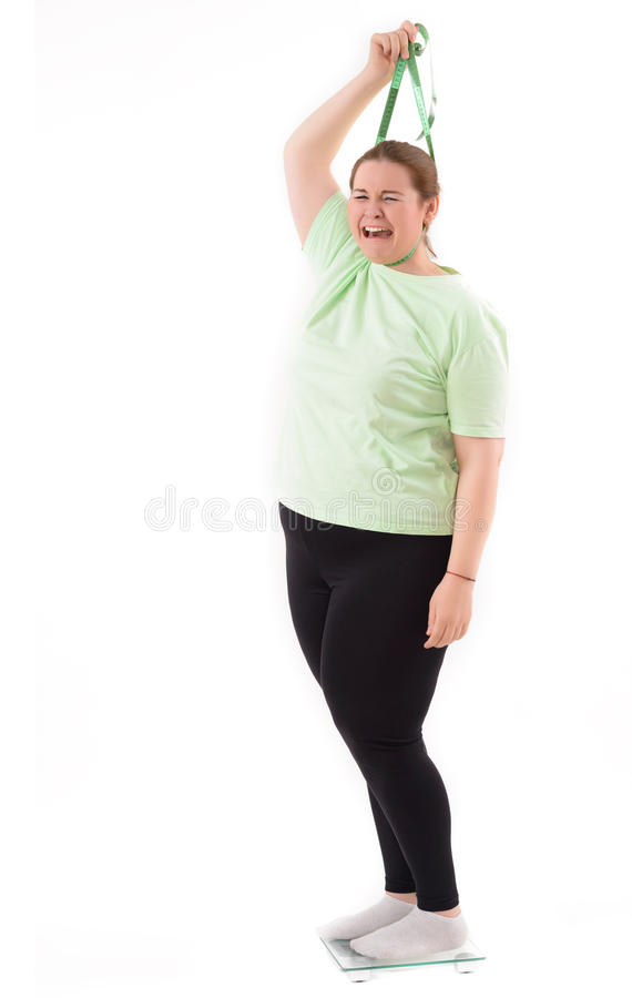 Fette Frau auf Waage stockfoto