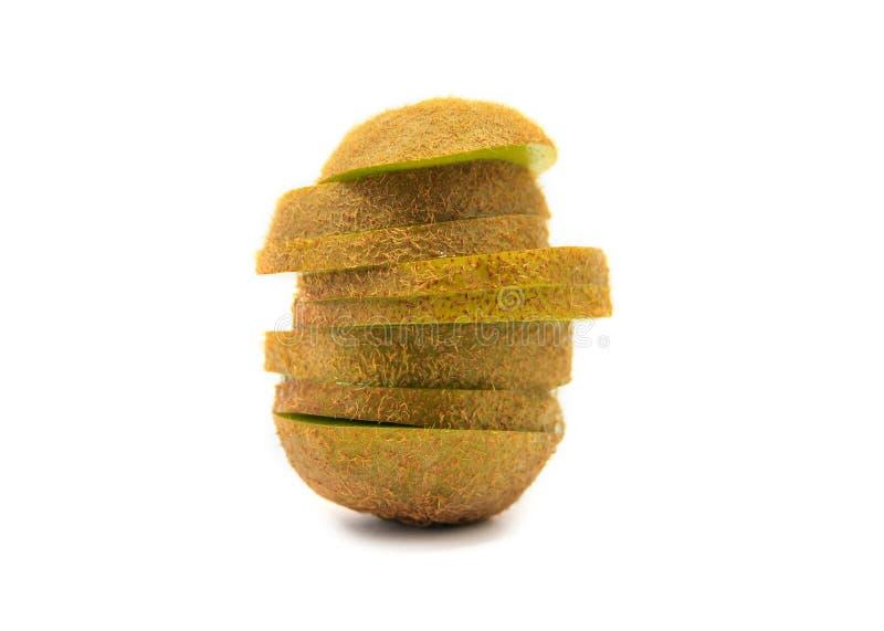 Fette mature fresche del kiwi in pila isolata su bianco immagini stock libere da diritti