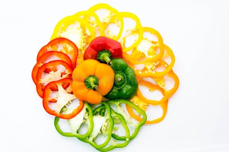 Fette rosse, verdi, gialle, arancio del peperone dolce immagini stock libere da diritti