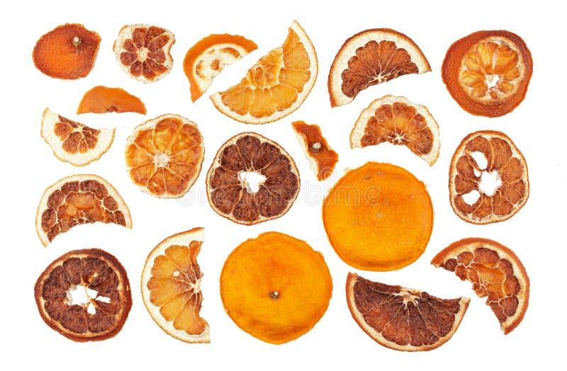 Fette secche delle arance isolate su fondo bianco fotografie stock