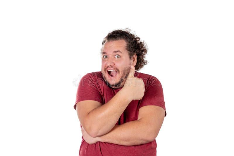 Fetter glücklicher Mannshowdaumen herauf Zeichen auf weißem Hintergrund stockfoto