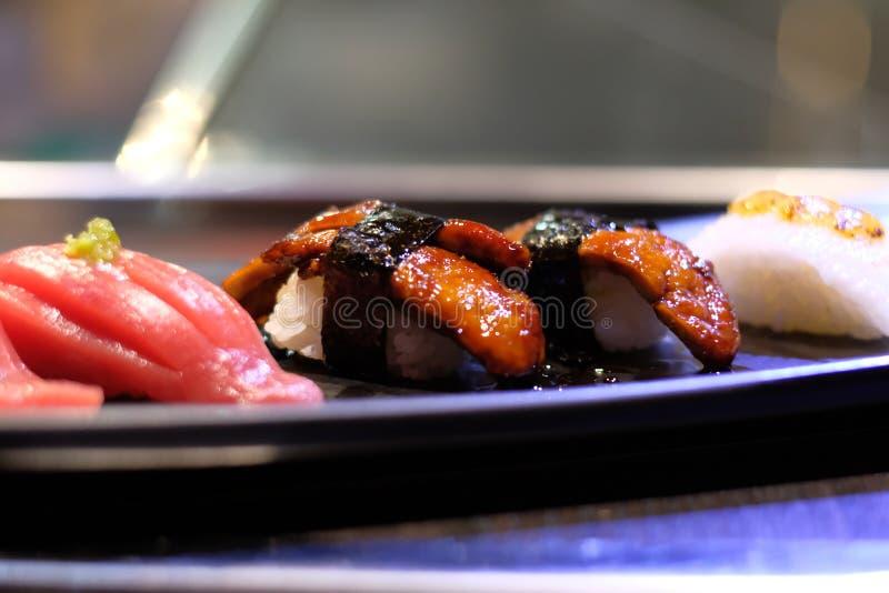 Fettlebersushi, japanische Sushi stockbilder