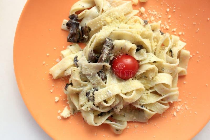 Fettuccine с грибами стоковое изображение