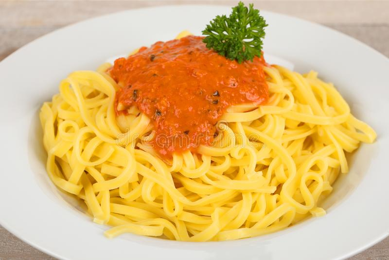 Fettuccine с томатным соусом стоковое изображение rf