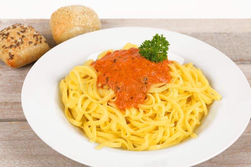 Fettuccine с томатным соусом стоковое фото