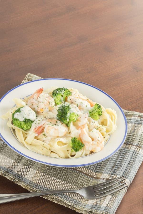 Download Fettuccine Alfredo Shrimp stock afbeelding. Afbeelding bestaande uit dieet - 54091155