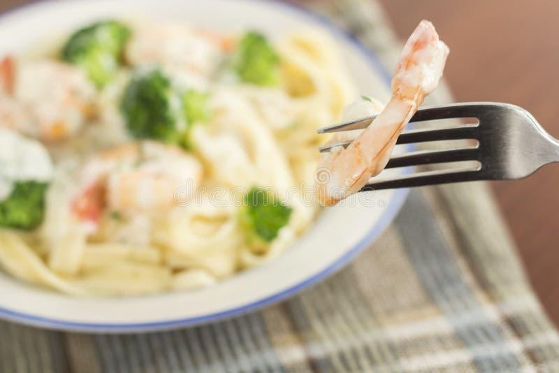Download Fettuccine Alfredo Shrimp stock afbeelding. Afbeelding bestaande uit parmesan - 54091169