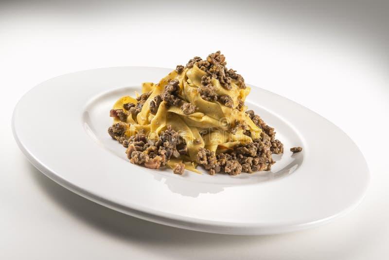 Fettuccine bolognese блюда макаронных изделий стоковое изображение