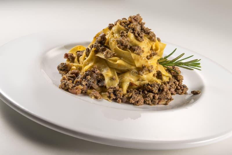 Fettuccine bolognese блюда макаронных изделий стоковая фотография rf