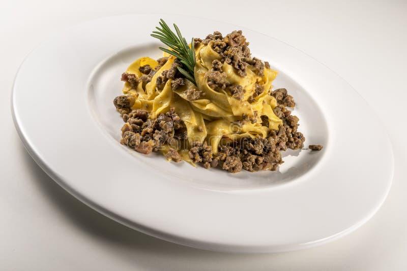 Fettuccine bolognese блюда макаронных изделий стоковые фото