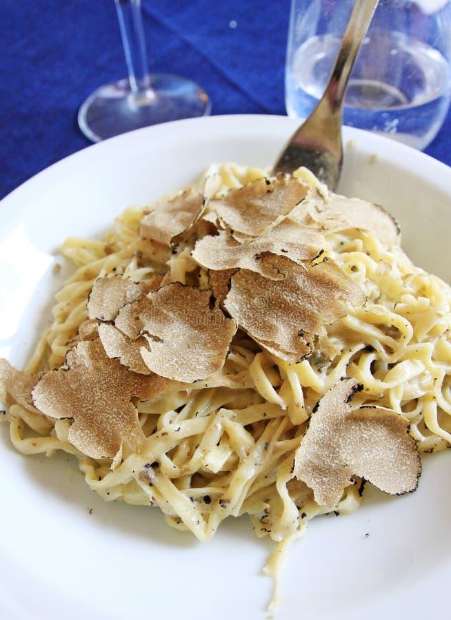 Fettuccine met truffel stock foto's