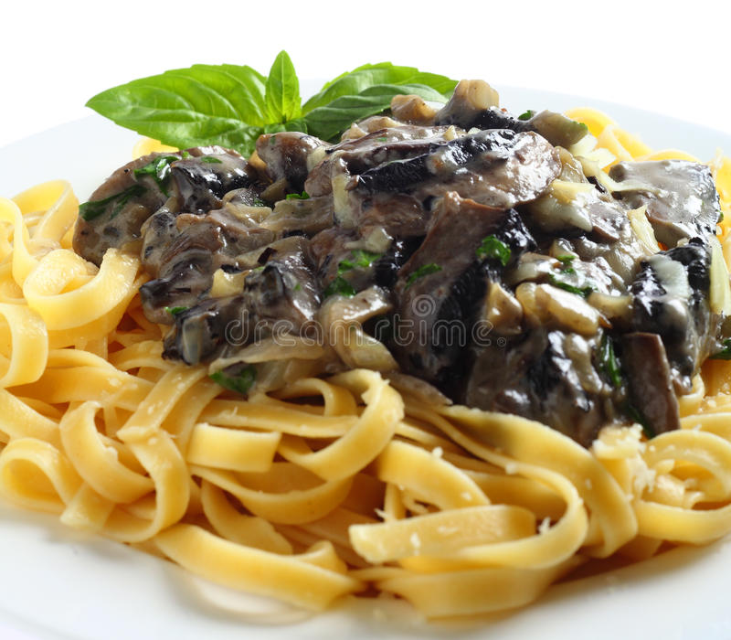 Fettuccini e cogumelos imagem de stock