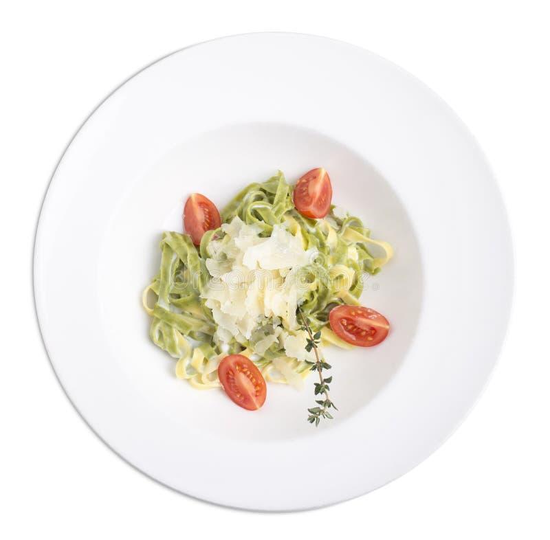Fettuccini z serem w białym talerzu obrazy royalty free