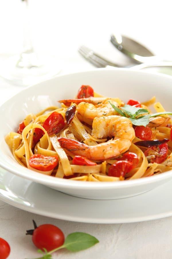 Download Fettucine O Pasta Con Il Pomodoro Ed Il Gamberetto Fotografia Stock - Immagine di nutriente, italiano: 21550016