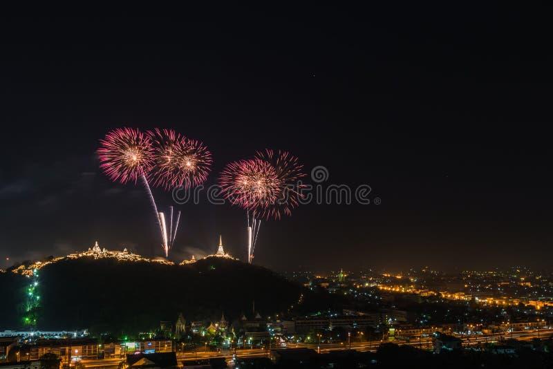 Feu d'artifice annuel chez Kaowang, Petchaburi, Thaïlande image stock