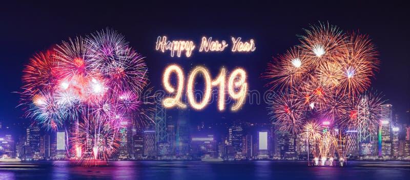 Feu d'artifice 2019 de bonne année au-dessus du bâtiment de paysage urbain au Ti de nuit image libre de droits