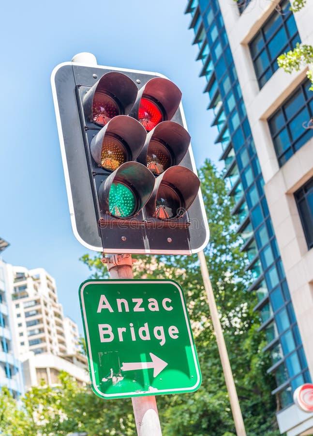 Feu de signalisation à Sydney près d'Anzac Bridge images stock