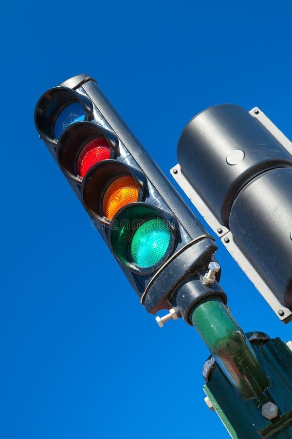 Feu de signalisation avec la section bleue supplémentaire de bicyclette images libres de droits