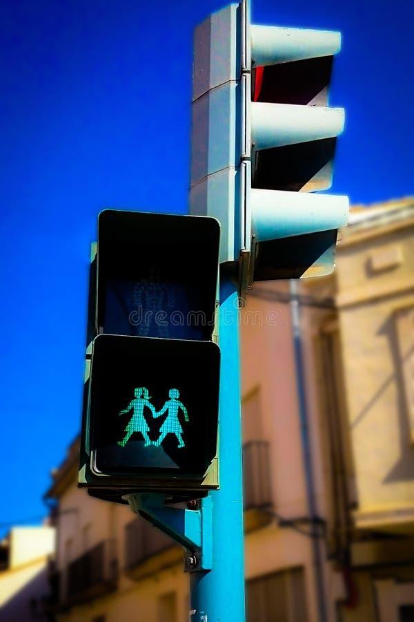 Feu de signalisation de LGBT dans une rue photos stock