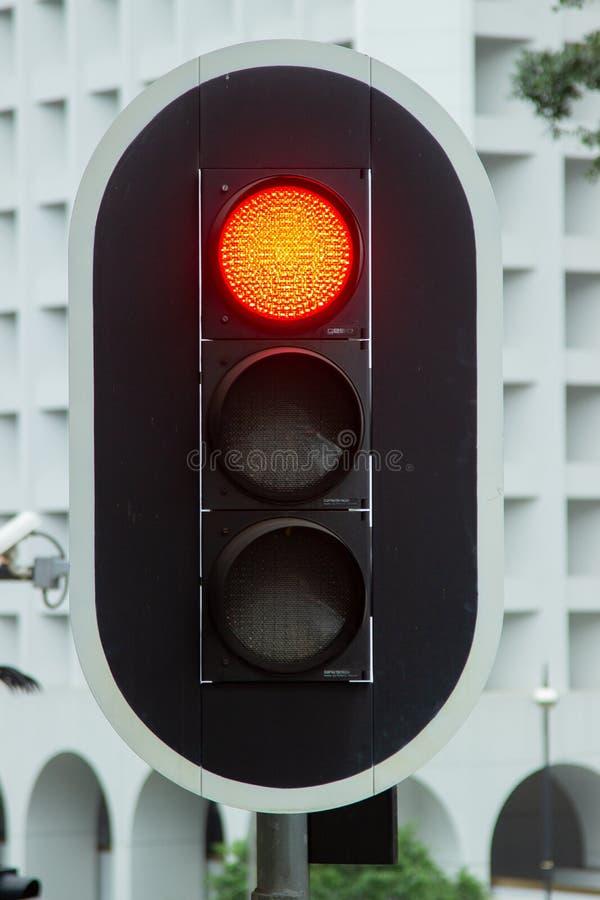 Feu de signalisation rouge sur la fin de route de route de ville  Feu de signalisation sur la rue urbaine photographie stock libre de droits