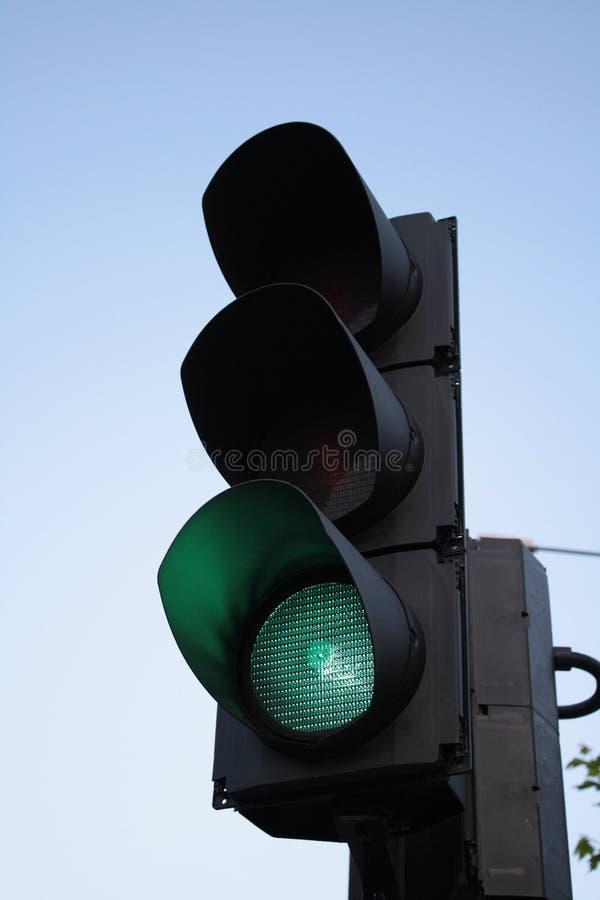 Feu de signalisation sur le vert photo stock