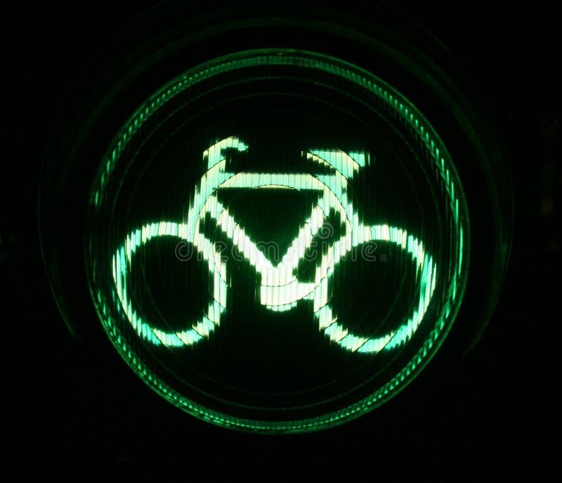 Feu de signalisation vert pour des cyclistes photographie stock libre de droits