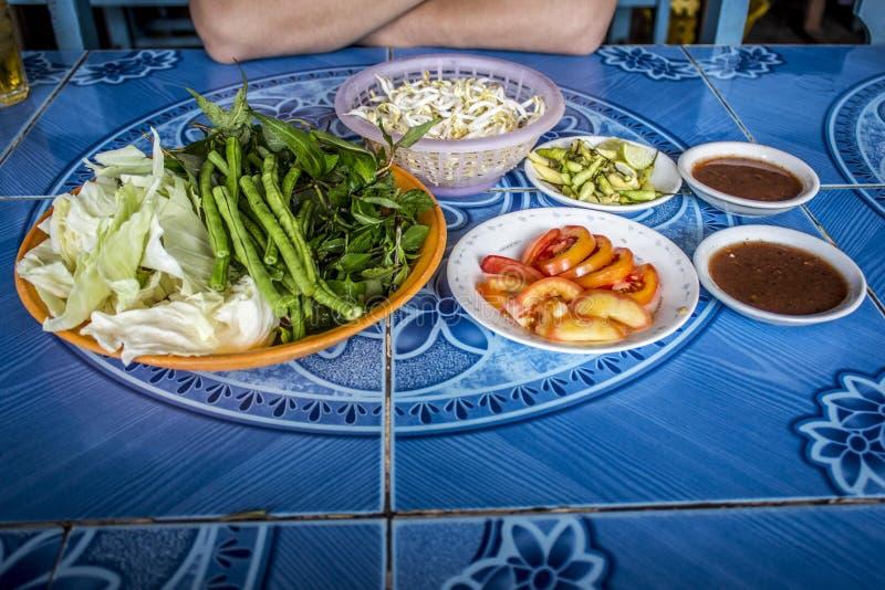 Feu jest gotującym Lao kluski, gulaszu polewką często robić z lub mięsem i kościami zdjęcie royalty free