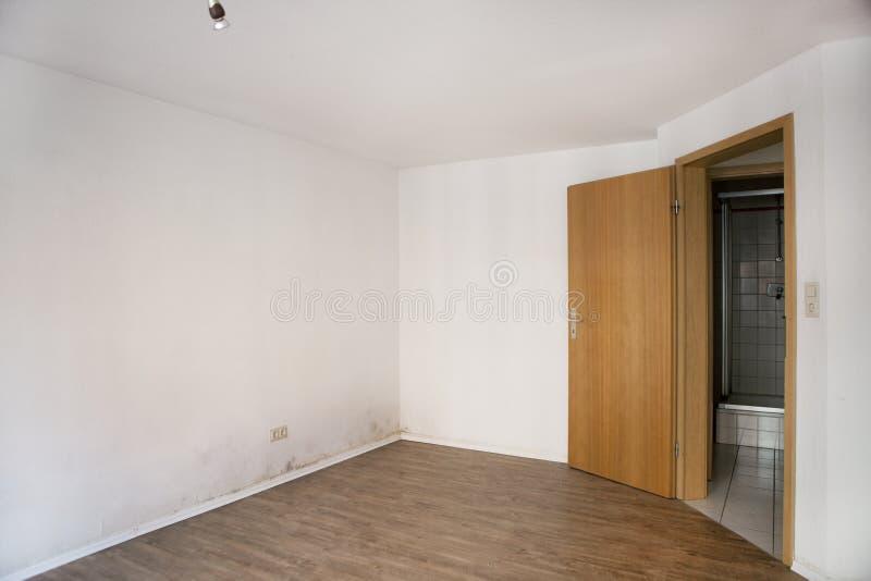 Feuchte Wand stockfoto. Bild von naß, beschädigung, defekte - 52550676