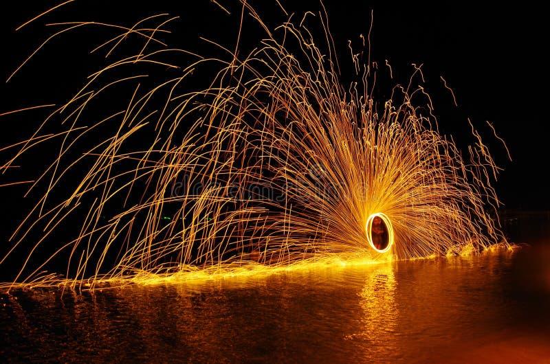 Feuer auf dem Wasser stockbilder