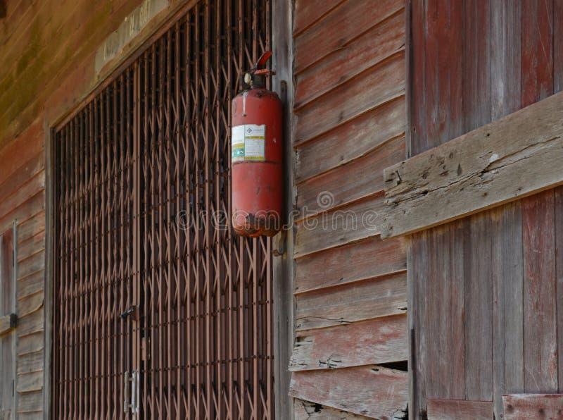 Feuer auf der Wand lizenzfreie stockfotos