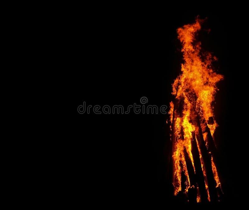 Feuer auf schwarzem Hintergrund Kopieren Sie Raumfoto lizenzfreie stockfotos