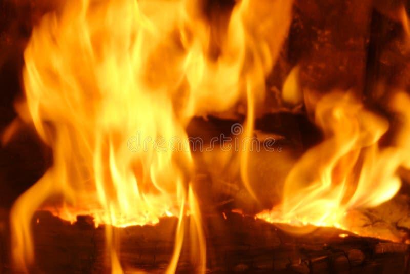Feuer Brennendes Holz im Kamin Weicher Fokus lizenzfreies stockbild