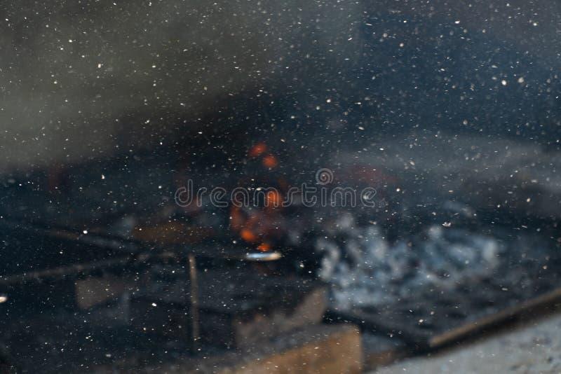 Feuer in einem barbaque, Feuer auf Kohle barbacue legend stockfotografie