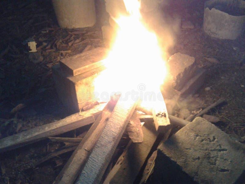 Feuer eines Höhlenbewohners lizenzfreie stockfotos